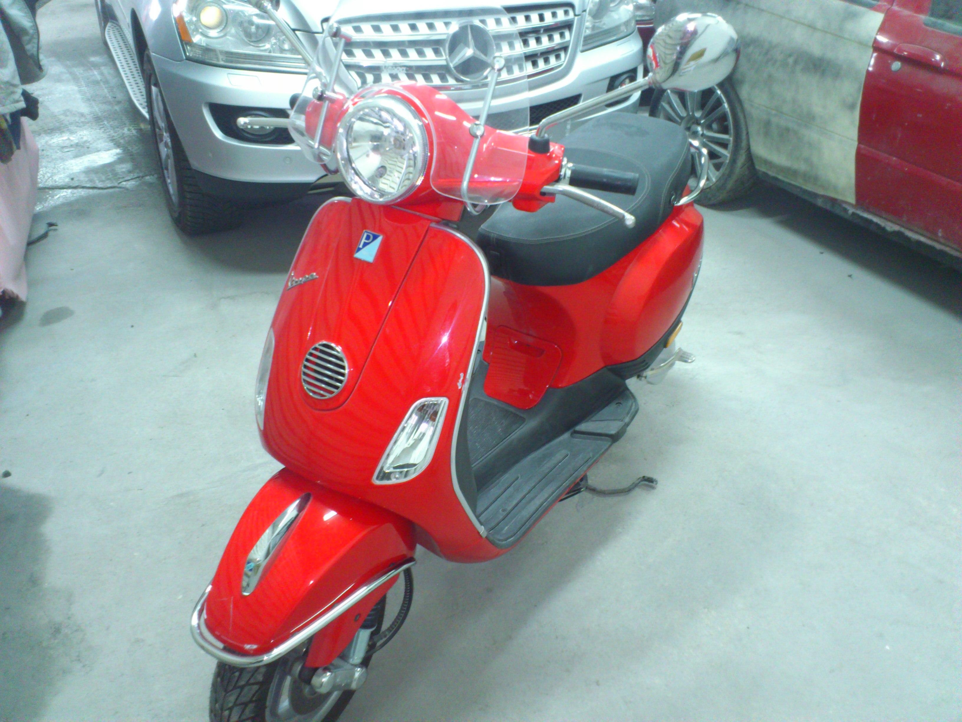 Vespa - червена